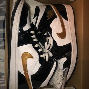 Retro 1 Mid black white and gold sz 10.5